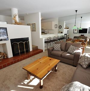 Cozy 1 Bedroom East Vail Condo #2C. Shuttle, Hot Tub, And Market On Site. photos Exterior