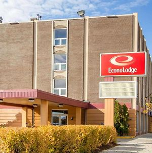Econo Lodge Sheboygan photos Exterior