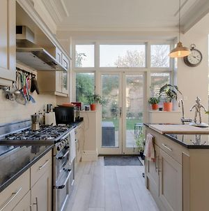 4 Bedroom House In Wandsworth Common photos Exterior