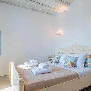 Paros Villa Sleeps 7 Pool Air Con Wifi photos Exterior