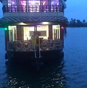 Rosey Houseboats photos Exterior