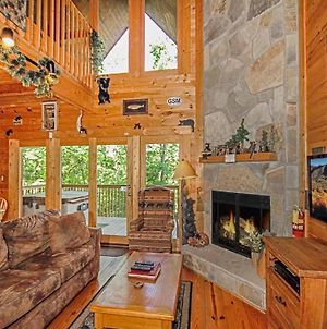 Bear Country Cabin, 2 Bedrooms, Sleeps 6, Private, Foosball, Hot Tub photos Exterior