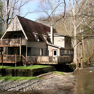 Brook Trout Chalet, 2 Bedrooms, On The Water, Hot Tub, Grill, Sleeps 9 Vr photos Exterior