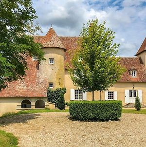 Lovely Castle On River In Le Veurdre photos Exterior