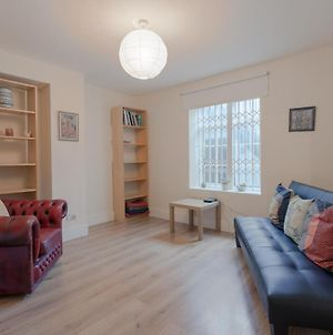 1 Bedroom Apartment In Notting Hill Accommodates 3 photos Exterior
