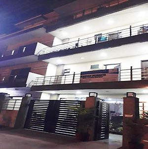 Niketan Medanta Service Apartment photos Exterior