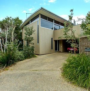 Stylish Holiday Home Opposite Surf photos Exterior