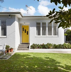 Light-Filled Midcentury Modern Bungalow photos Exterior