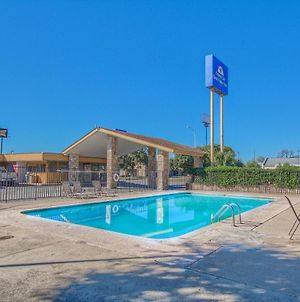 Americas Best Value Inn Uvalde photos Exterior
