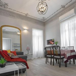 Magnificent Neoclassical Apt In Syntagma photos Exterior