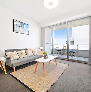 All Amenities Only Downstairs 20 Mins To Cbd photos Exterior