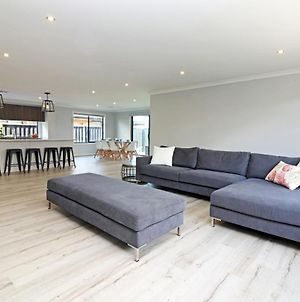 Serenity On Currawong - Billiards, Home Theatre, Wifi, Linen, 4 Bdrms photos Exterior