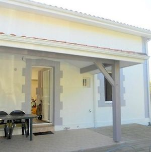 Three-Bedroom Holiday Home Le Bourg2 photos Exterior