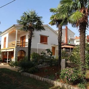 One-Bedroom Apartment Malinska Near Sea 2 photos Exterior