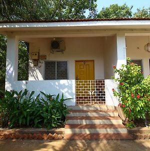 Well-Equipped Studio Home In Vagator, Goa photos Exterior