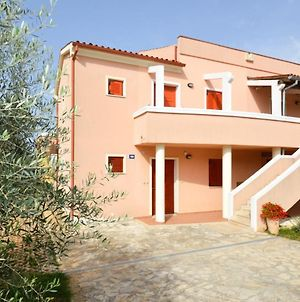 Apartment In Banjole With Two-Bedrooms 3 photos Exterior