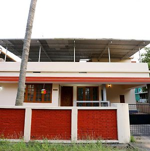 Enticing 2Bhk Home In Vytilla Kochi photos Exterior