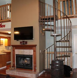 Spacious Downtown Condo Walking Distance To Downtown Gatlinburg Sleeps 6 Guests photos Exterior
