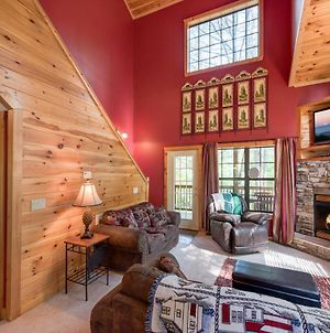 Chipmunk Chase, 2 Bedrooms, Sleeps 8, Hot Tub, Pool Table, Fireplace photos Exterior