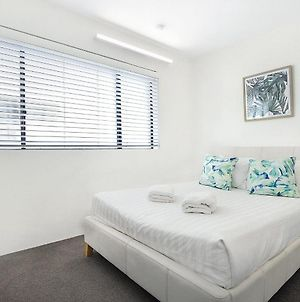 Surfers Paradise Absolute Beachfront Apartment photos Exterior