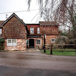 Trivelles Waterhall Country Hotel - Gatwick photos Exterior