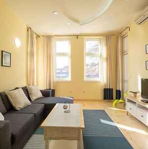 Fantastic Stay - Two Bedroom, Two Bathroom Flat With Strategic Location photos Exterior