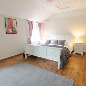 Berry Cottage Croyde 4 Bedrooms / Sleeps 7-9 / Dog Friendly photos Exterior