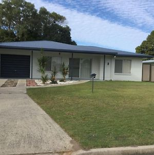 Lowset Home With Attached Granny Flat - Doomba Dr, Bongaree photos Exterior