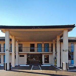 Travelodge By Wyndham Alachua photos Exterior