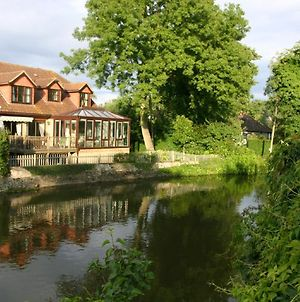 Luxury Riverside Home, Near Windsor Castle. Legoland & London Within 20 Minutes photos Exterior