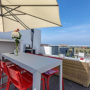 Moana -2 Bedroom Apartment With Ocean View From Its Rooftop! Parking photos Exterior