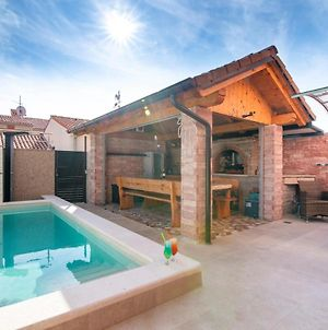 Holiday Apartment With Private Heated Pool And Backyard photos Exterior
