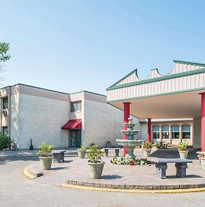 Ramada By Wyndham Grand Forks photos Exterior