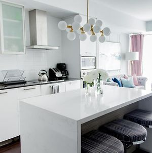 Designer Suite,City Center Right By Cn Tower, Free Parking photos Exterior