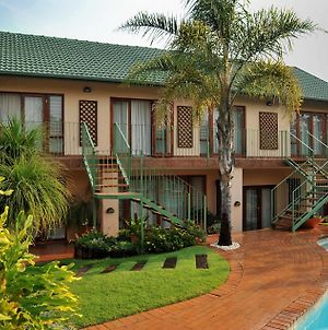 Claires Of Sandton Luxury Guest House photos Exterior