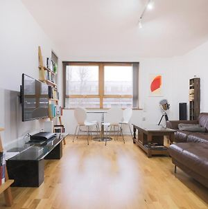 Spacious 2 Bedroom Property In Kings Cross photos Exterior