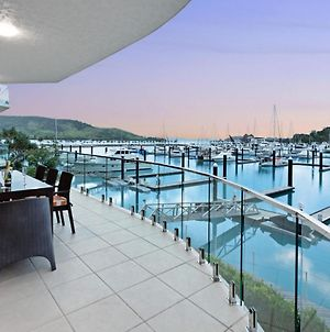 Pavillion 3 Absolute Waterfront 4 Bedroom 2 Lounge Room Plunge Pool + Golf Buggy photos Exterior
