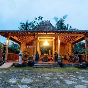 Astuti Gallery Homestay photos Exterior