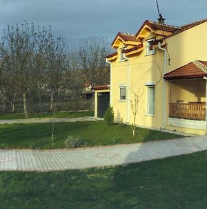 Family House Near Motorway 6 Guests 3 Bedrooms photos Exterior