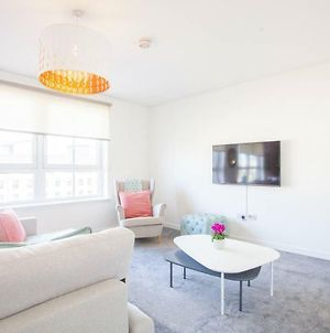 Beautifully Furnished Southside New-Build Flat photos Exterior