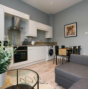 Stylish And Homely Apartments By The Ice Arena With Parking photos Exterior