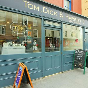 Tom Dick And Harriet'S photos Exterior