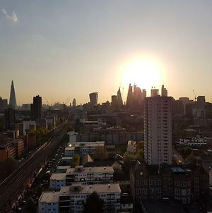 Modern 1 Bedroom Apartment In E1 With Great Views photos Exterior