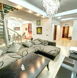 Penthouse In The Center Of Kiev With A Cinema photos Exterior