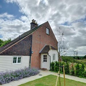 Attractive Holiday Home In Sutton Valence With Fireplace photos Exterior