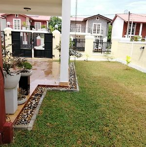 Home Stay Vila Is Located In Ja Ela photos Exterior