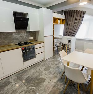 Modern And Comfortable Apartment With A Prime Location. photos Exterior