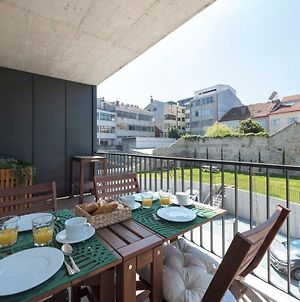 Lovelystay - Downtown Balcony Apartment With Free Parking photos Exterior