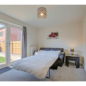 Newly Built, Splendid House For 5 In Manchester! photos Exterior