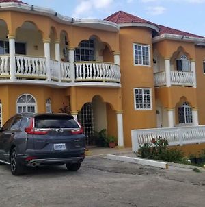 Wizzy Apartment Montego Bay photos Exterior